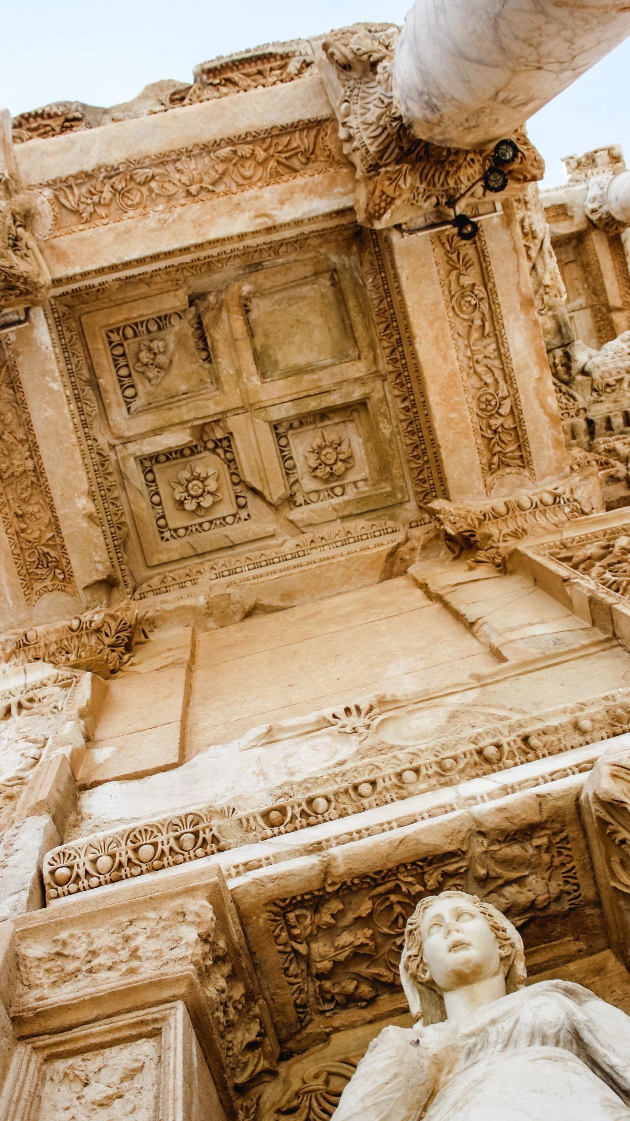 Antiikista, arvoista, ainutkertaisuudesta ja anteliaisuudesta